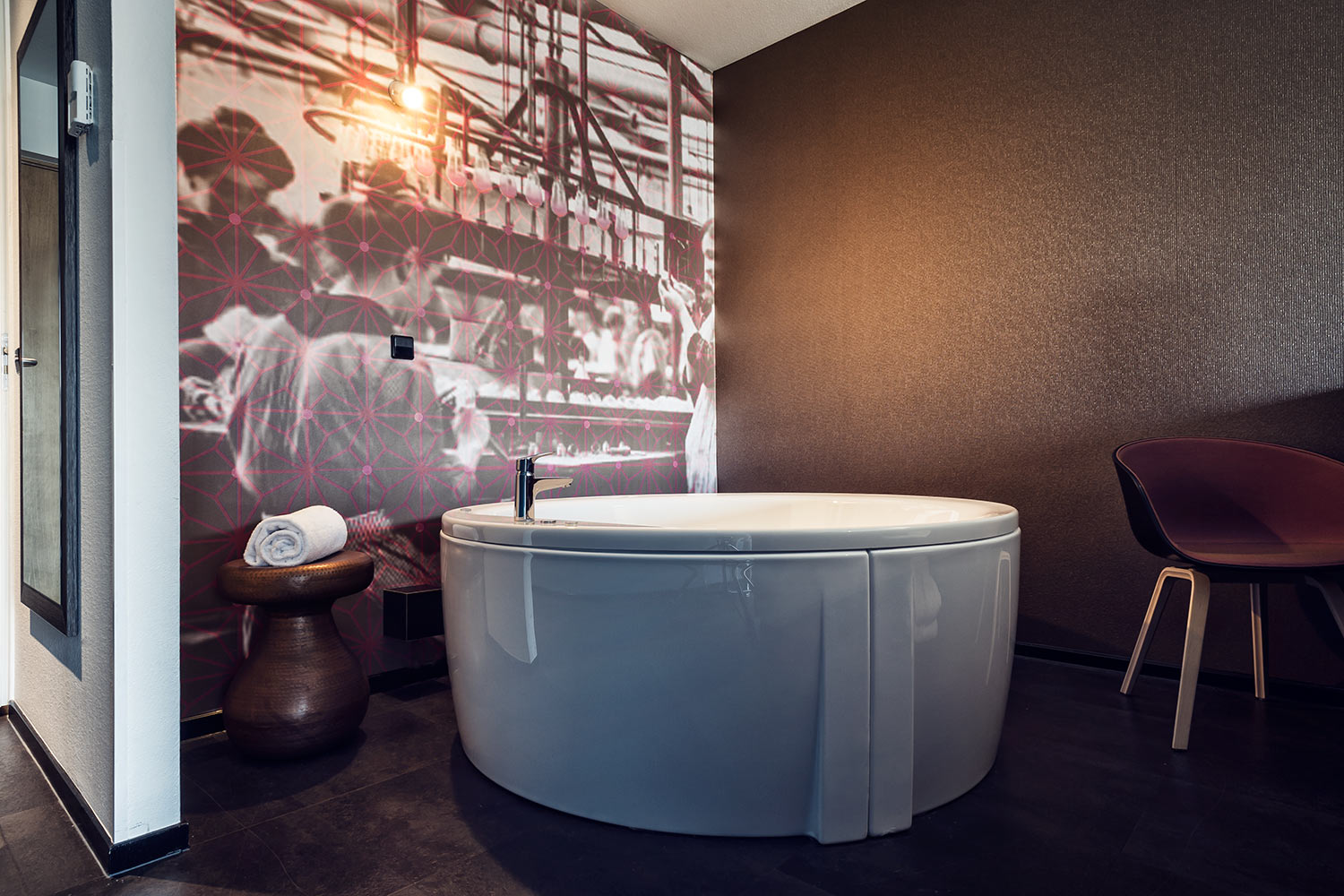 Inntel Hotels Art Eindhoven - Art Whirlpool Room bath